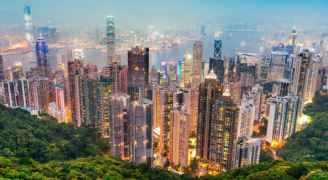 هونغ كونغ توزع 15 مليار دولار على مواطينها