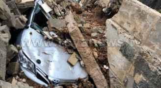 انهيار جزء من منزل فوق مركبة في الزرقاء - صور