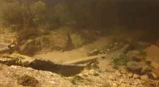 مياه الأمطار تتسبب بانهيارات وانجرافات في وادي موسى .. صور