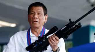 الرئيس الفلبيني ينصح الفقراء بتعقيم أيديهم بالبنزين!