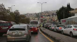 """ازدحامات مرورية في عمّان مع بدء الهطول الثلجي """"خريطة الطرق"""""""
