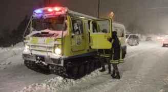إخلاء ٦٠٠ شخص علقوا بالطريق بسبب الثلوج في الجبيهة وأبو نصير بعمان