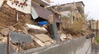 عمان.. انهيار جزء من منزل يغلق شارعا في ماركا الجنوبية.. صور