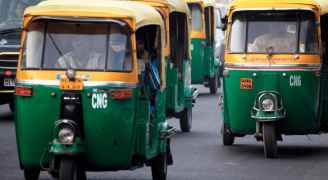 التوكتوك تتحول إلى سيارات إسعاف لنقل مصابي كورونا في الهند