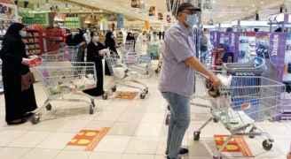 السعودية تمنع غير المحصنين من دخول المراكز التجارية بدءا من آب