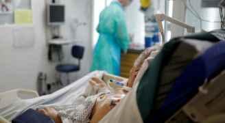 انخفاض الوفيات بكورونا في بريطانيا
