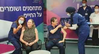 رئيس كيان الاحتلال الإسرائيلي يتلقى جرعة ثالثة من لقاح كورونا