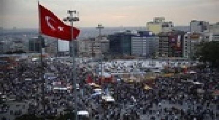الشرطة التركية تستخدم الغاز المسيل للدموع لتفريق المتظاهرين في اسطنبول