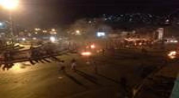 الزرقاء : توتر واحتجاجات عقب مقتل شاب طعنا في الرصيفة.. صور