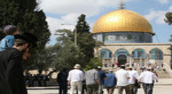 مستوطنون وأفواج سياحية يقتحمون المسجد الأقصى
