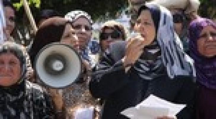 رام الله :  مقتل امرأة في مخيم قلنديا.. والنساء يعتصمن في محيط مقر الرئاسة