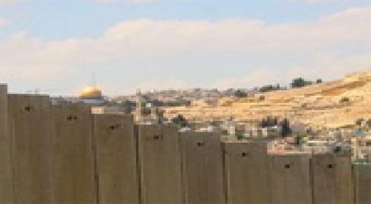 وزير إسرائيلي يقترح هدم الجدار الفاصل وضم أراضي الضفة لدولة الاحتلال