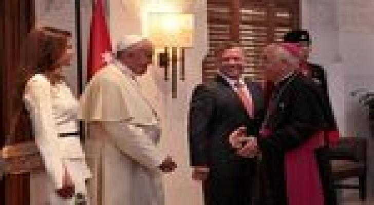الملك يشكر التشريفات الملكية والحرس الملكي ومجموعة الأمن الخاص على جهودهم خلال زيارة البابا