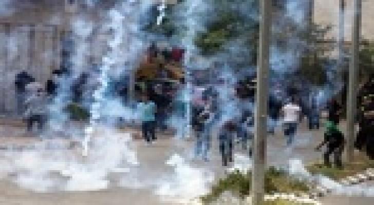 إصابة 14 فلسطينيا بالاختناق خلال مواجهات مع القوات الإسرائيلية بالقدس