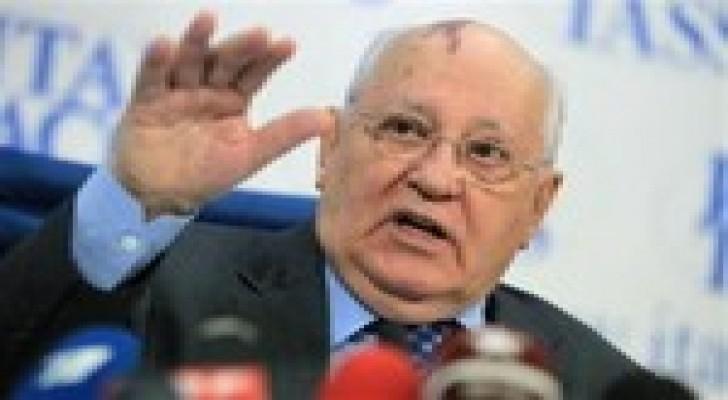 """جورباتشوف يحذر من نشوب """"حرب باردة"""" جديدة"""