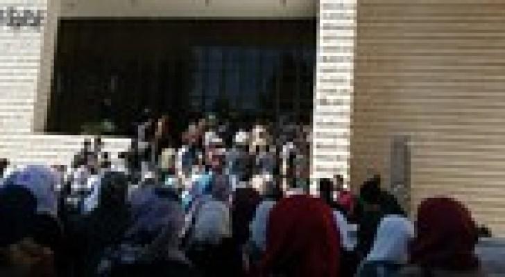طلبة من الجامعة الأردنية يقتحمون مبنى رئاسة الجامعة  والإدارة تنفي.. صورة
