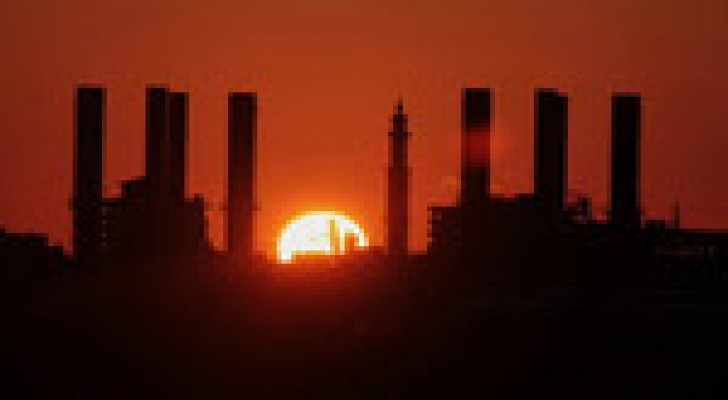كهرباء غزة: نفاد الوقود يُبقي جدول الـ 6 ساعات