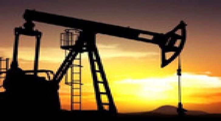النفط يهوي لأدنى مستوى في 4 سنوات