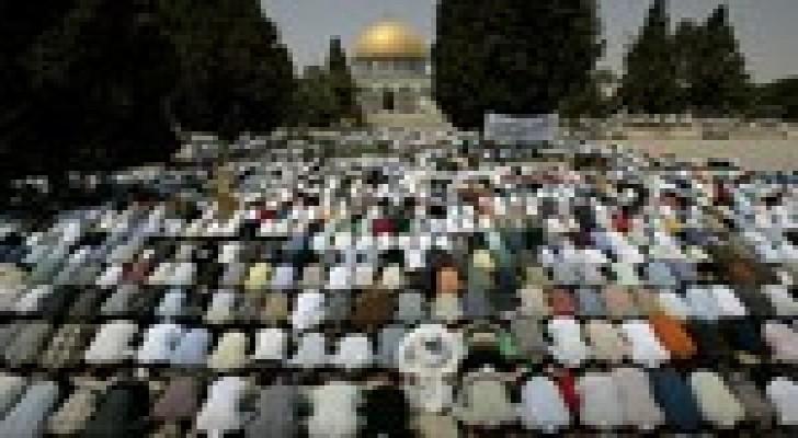 """الاحتلال يسمح لجميع الأعمار بالصلاة في """"الأقصى"""" اليوم"""