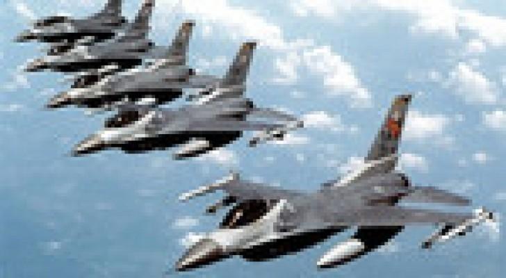 """طيران التحالف يشن """"ضربات استباقية"""" على مقاتلين لـ""""داعش"""" قرب سد الموصل"""