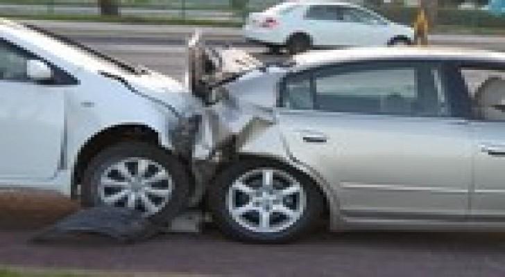 الجاردنز : 6 اصابات في حادث تصادم بين 3 سيارات