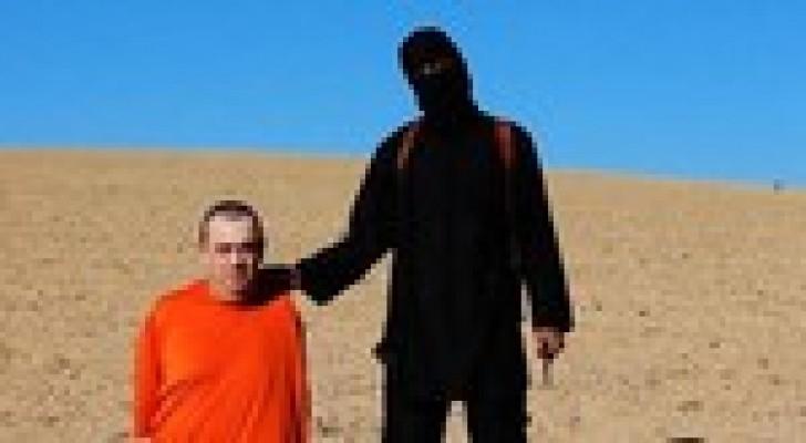 """لندن : قاطع رؤوس الرهائن"""" بالعراق ربما أصيب في غارة"""