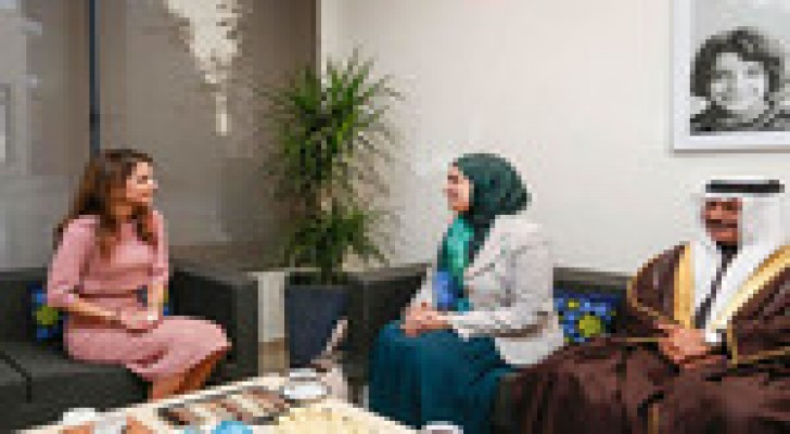 الملكة تلتقي الامين العام للمجلس الاعلى للمرأة في البحرين