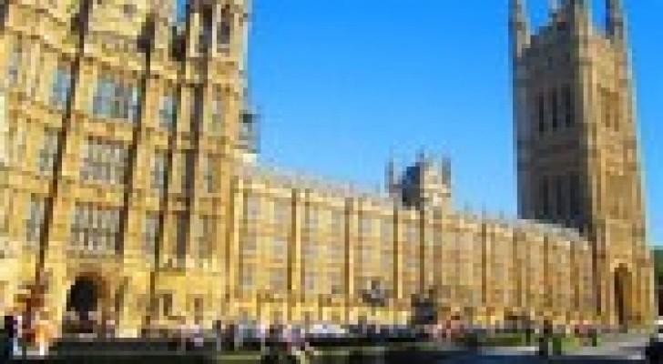 رويترز: إخلاء جزء من البرلمان البريطاني بعد بلاغ عن وجود قنبلة
