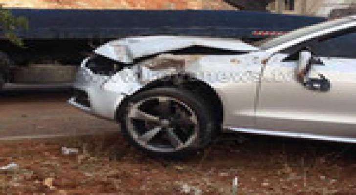 سيارة تسقط عامود كهرباء بالقرب من اشارات عبدون