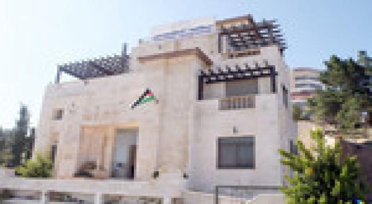 1850 معلماَ يؤدون قسم (النقابة) في عمان وإربد