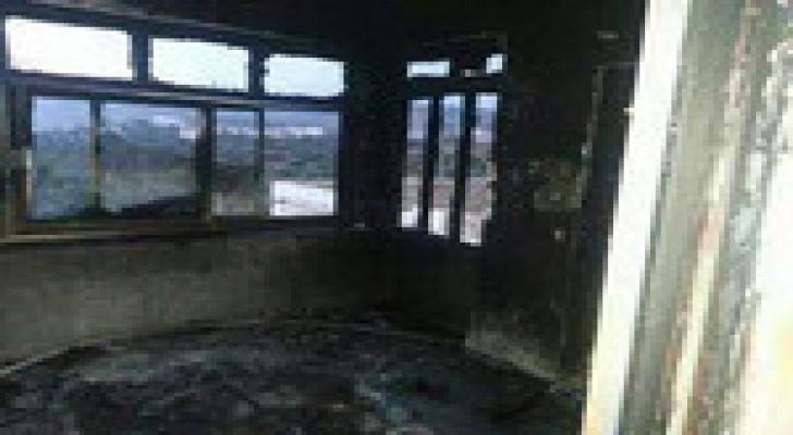 مستوطنون يحرقون منزلا لفلسطيني قرب رام الله .. صور