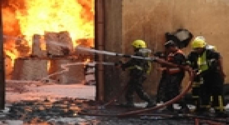 كوادر دفاع مدني العقبة تتعامل مع حريق منزل