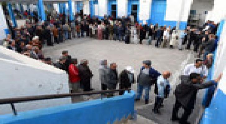 تونس: الشباب ينتخب في المقاهي والشيوخ في مكاتب الاقتراع