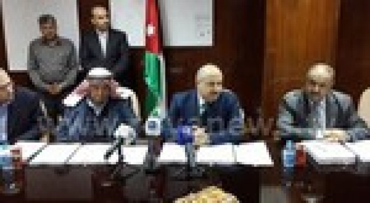 الناصر يوقع ثلاث اتفاقيات للمياه والصرف الصحي بقيمة 8.5 مليون دينار