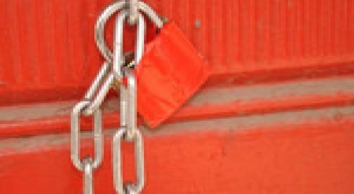 اغلاق ثلاثة محلات كوفي شوب في الزرقاء