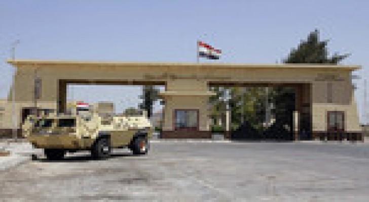 فلسطينيون عالقون بمصر يطالبون بالعودة إلى قطاع غزة