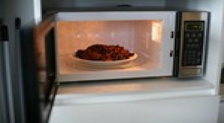 احذر من تسخين طعامك باستخدام اوعية بلاستيكية  بالمايكرويف