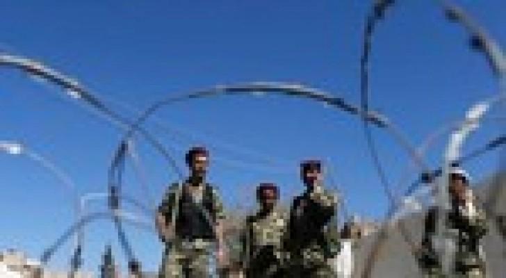 جماعة الحوثي تمنع المظاهرات وتوافق على الحوار