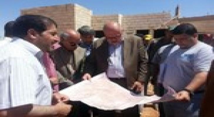 وزير الأشغال يتفقد عدة مشارع في الزرقاء والسلط