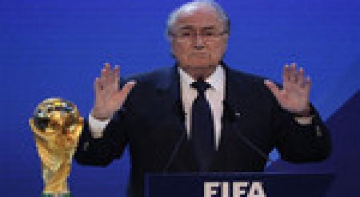 بلاتر يحذر قطر من تجنيس منتخبها بالمونديال
