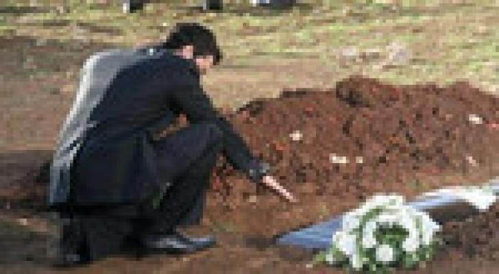 وفاة إيطالي أثناء زيارة قبر زوجته
