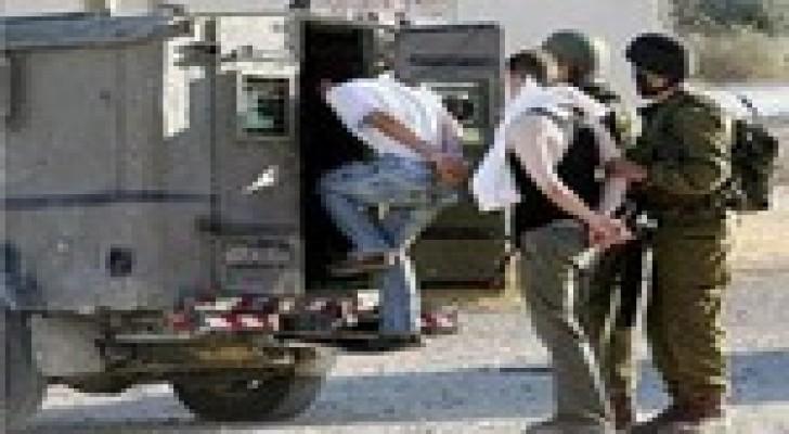 اعتقال ثلاثة شبان واستدعاء رابع في القدس والضفة