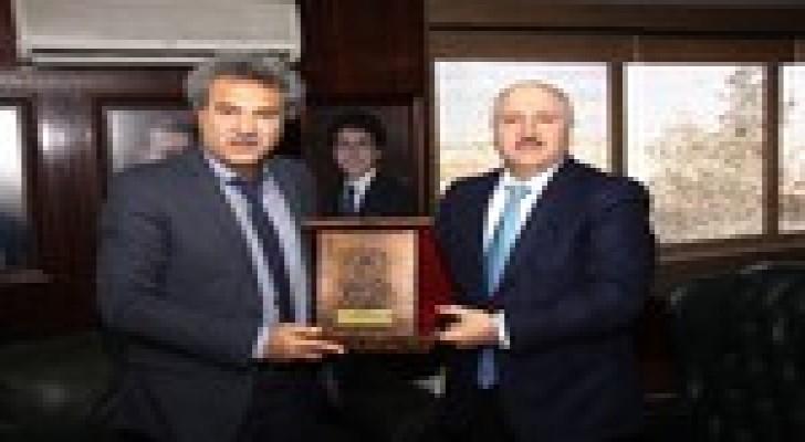 وزير المياه والري يجري مباحثات مع الصندوق الكويتي للتنمية الاقتصادية