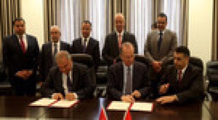 مذكرة للتعاون في مجالات الطاقة بين الأردن وفلسطين.. صور