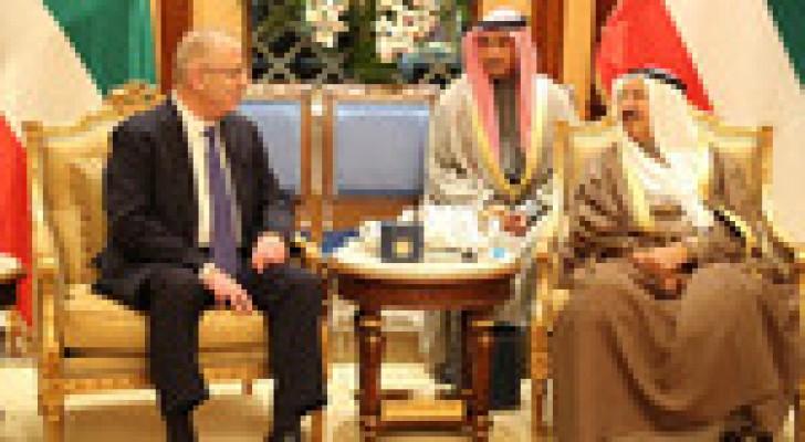 الحمد الله يبحث مع أمير الكويت سبل دعم الحكومة