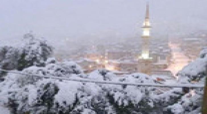 الجُمعة: استمرار تأثير عاصفة جنى الثلجية على المملكة