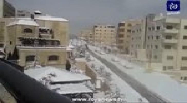 """بالفيديو: ثلوج عاصفة """" جنى """" في تلاع العلي"""