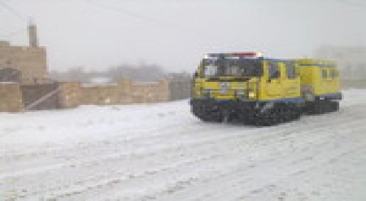 الدفاع المدني يتعامل مع 841 شخصا حصارتهم الأمطار والثلوج