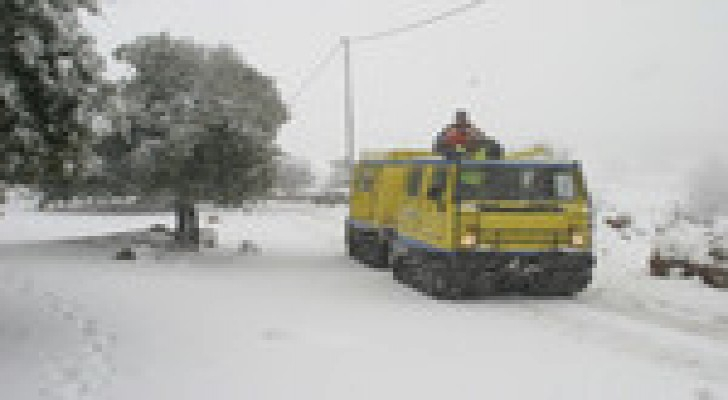"""الدفاع المدني: انقاذ 1485 شخصا علقوا بمركباتهم خلال العاصفة """"جنى"""""""