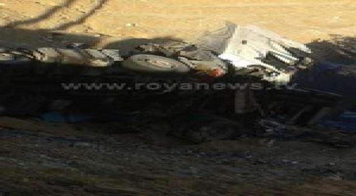 وفاة في تدهور شاحنة محروقات بالكرك .. صور